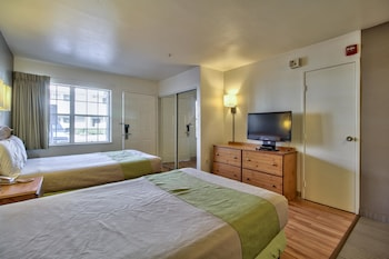 Guestroom at Studio 6 Phoenix - Deer Valley in Phoenix