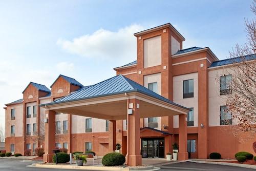 . Holiday Inn Express Hotel & Suites Lansing-Leavenworth, an IHG Hotel