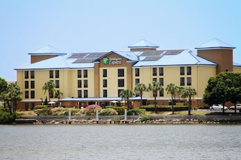 Holiday Inn Express Hotel & Suites Tampa-Rocky Point Island photo