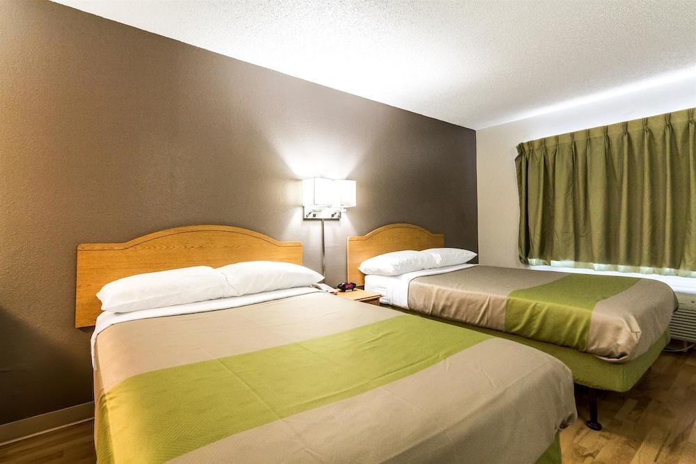 Standard Room, 1 Queen Bed, Accessible, Smoking