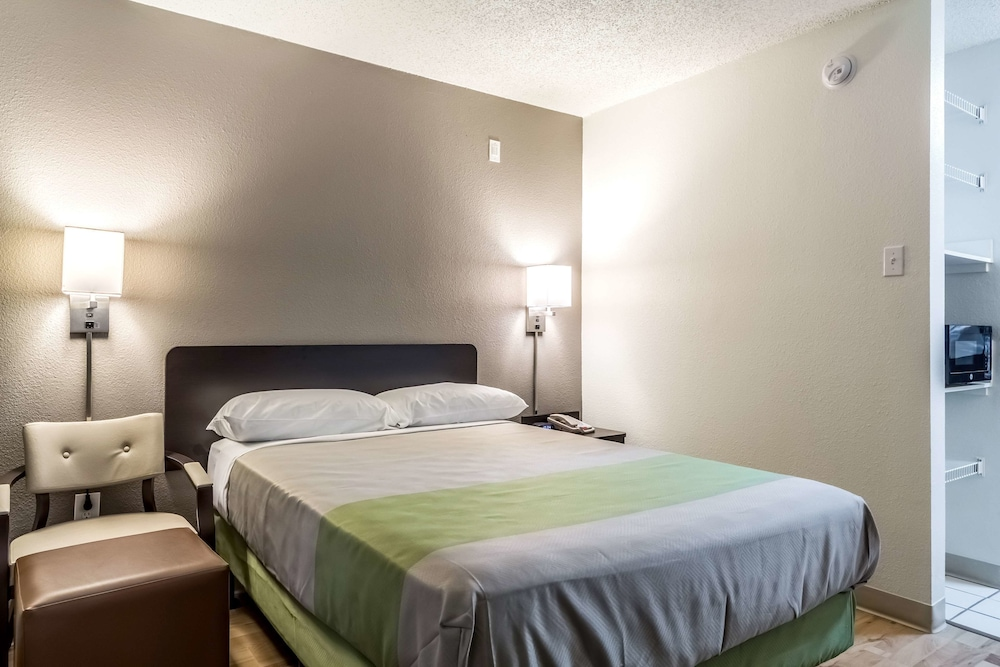 Standard Suite, 1 Queen Bed, Accessible, Smoking
