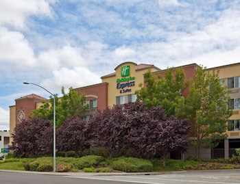 Hotel - Holiday Inn Express Suites Belmont