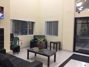Lobby Sitting Area at Days Inn by Wyndham Phoenix North in Phoenix