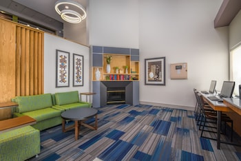 Lobby Lounge at Holiday Inn Express Hotel & Suites Phoenix-Airport in Phoenix