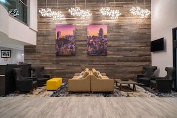 北羅里市中心溫德姆拉昆塔套房飯店 La Quinta Inn & Suites by Wyndham Raleigh Downtown North