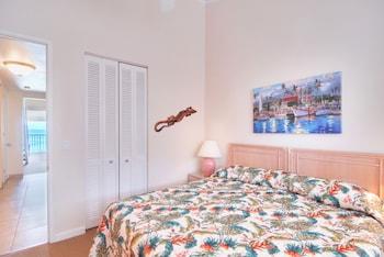 Beachfront One Bedroom with Loft