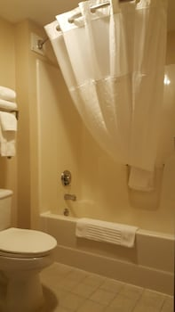 Comfort Inn And Suites - Bathroom  - #0