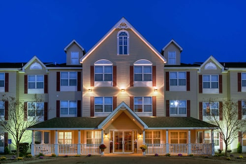 . Country Inn & Suites by Radisson, Forest Lake, MN