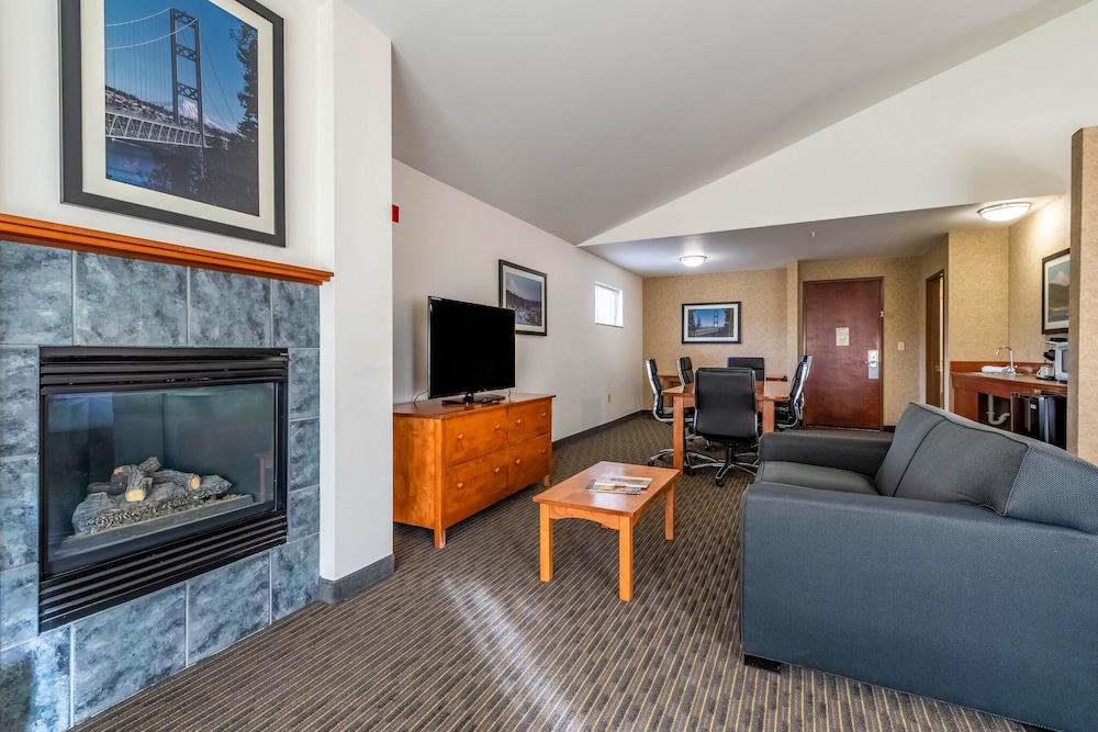 Suite, 1 King Bed, Jetted Tub (Walk-in Shower)