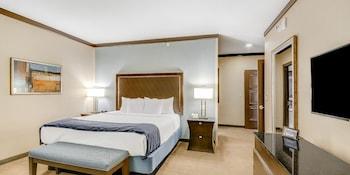 Waterfront Tower Suite, 1 King Bed, Smoking
