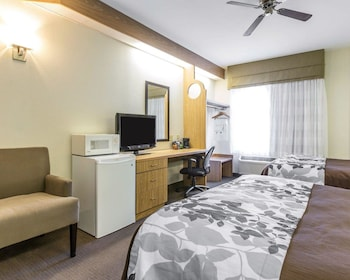 Guestroom at Sleep Inn At Harbour View in Little River