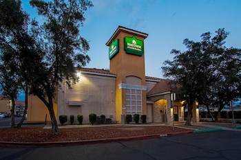Hotel - HomeTowne Studios Phoenix - Dunlap Ave.