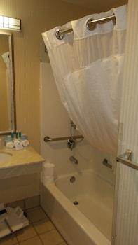 Holiday Inn Express & Suites Bend - Bathroom  - #0