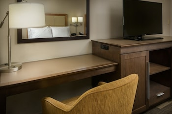 Suite, 1 King Bed, Accessible, Balcony