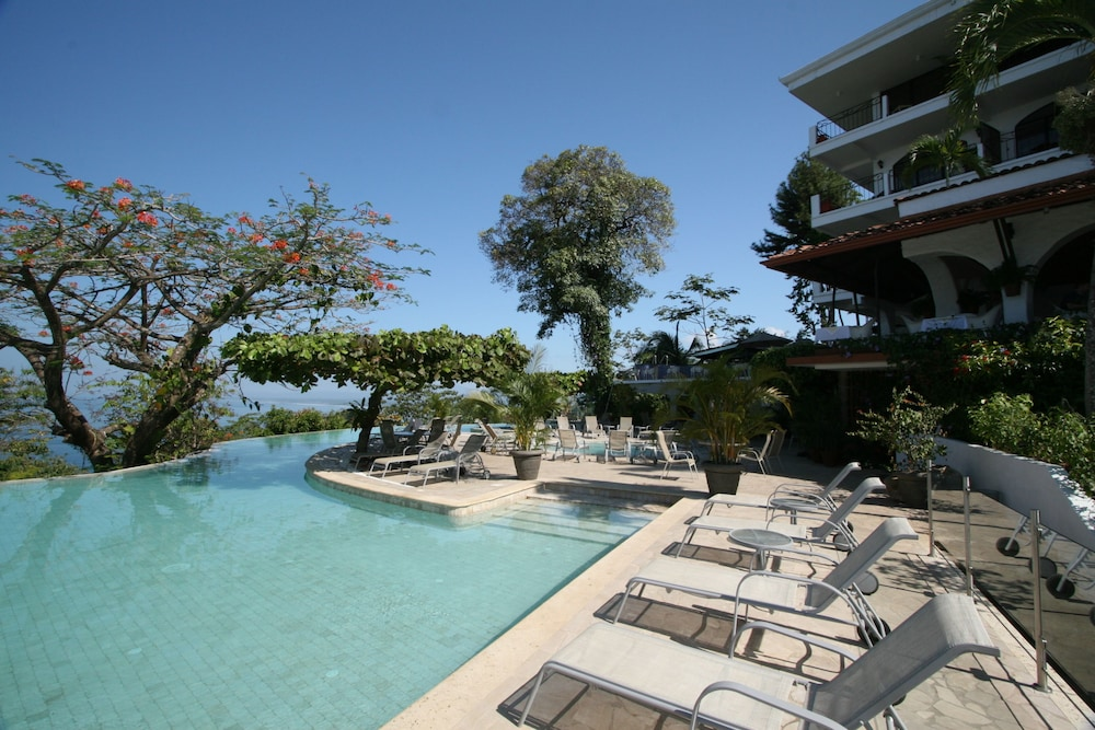 https://i.travelapi.com/hotels/1000000/120000/119400/119352/174b3c8f_z.jpg