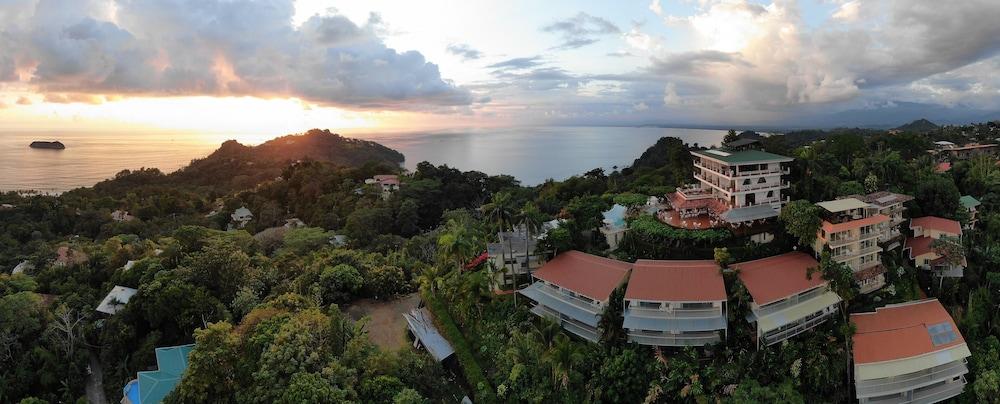 https://i.travelapi.com/hotels/1000000/120000/119400/119352/2be9c4b7_z.jpg