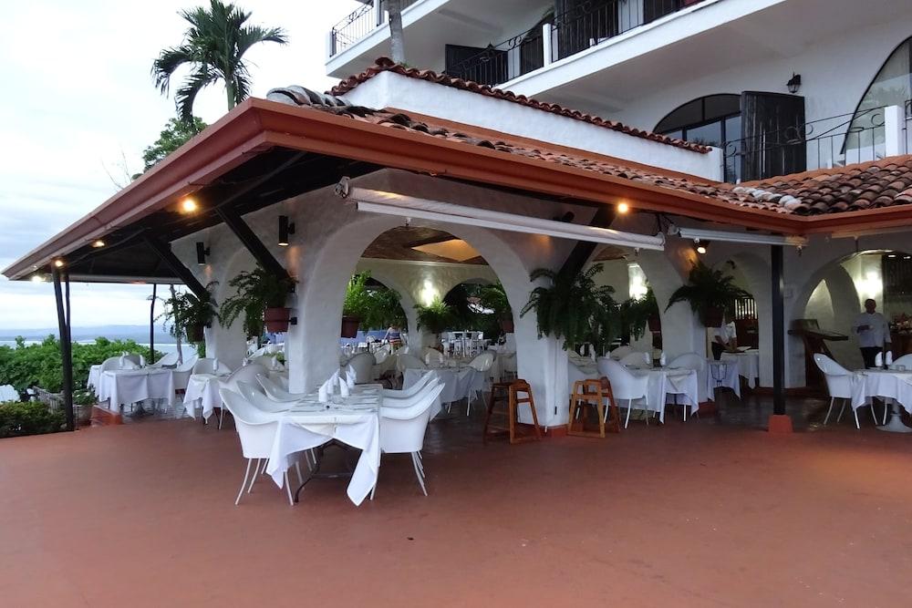 https://i.travelapi.com/hotels/1000000/120000/119400/119352/41896b4c_z.jpg