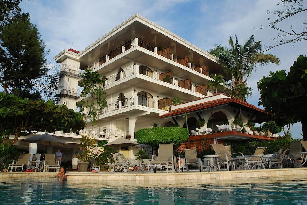 https://i.travelapi.com/hotels/1000000/120000/119400/119352/d26dd530_z.jpg