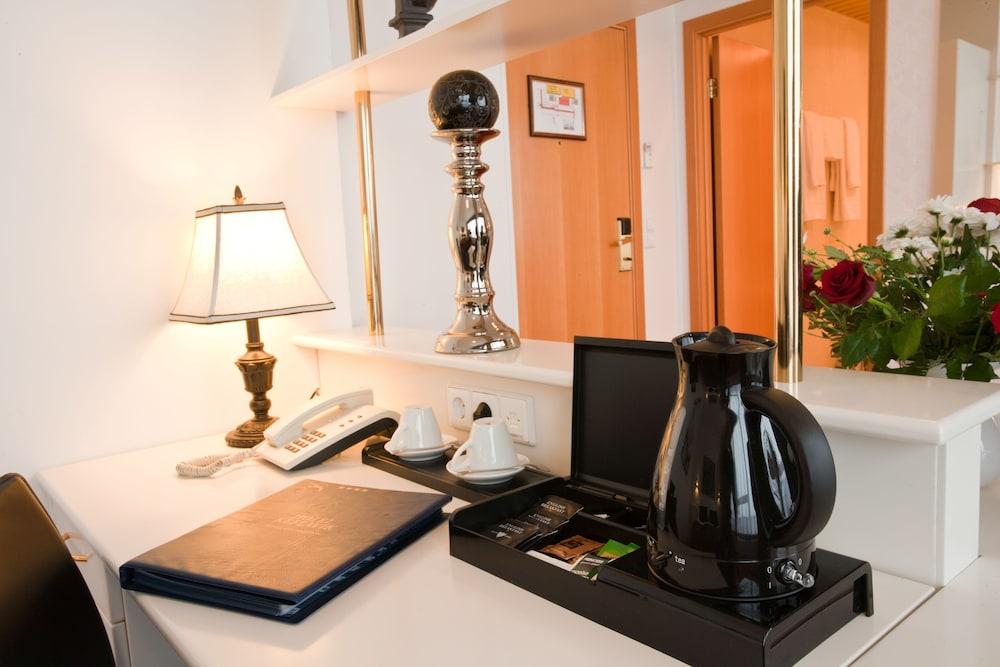 https://i.travelapi.com/hotels/1000000/120000/119500/119429/3ac3ff1a_z.jpg