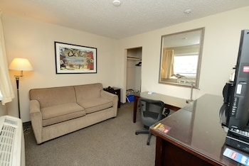Studio Suite, Multiple Beds, Non Smoking (1 Queen Bed and 1 Ful Bed)