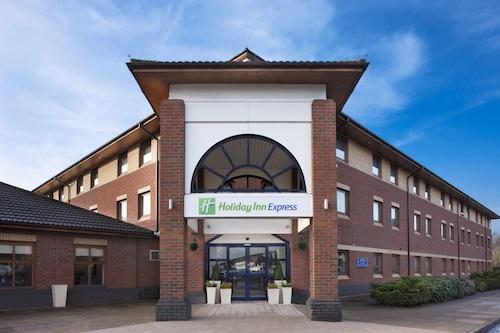 . Holiday Inn Express Warwick - Stratford-upon-Avon