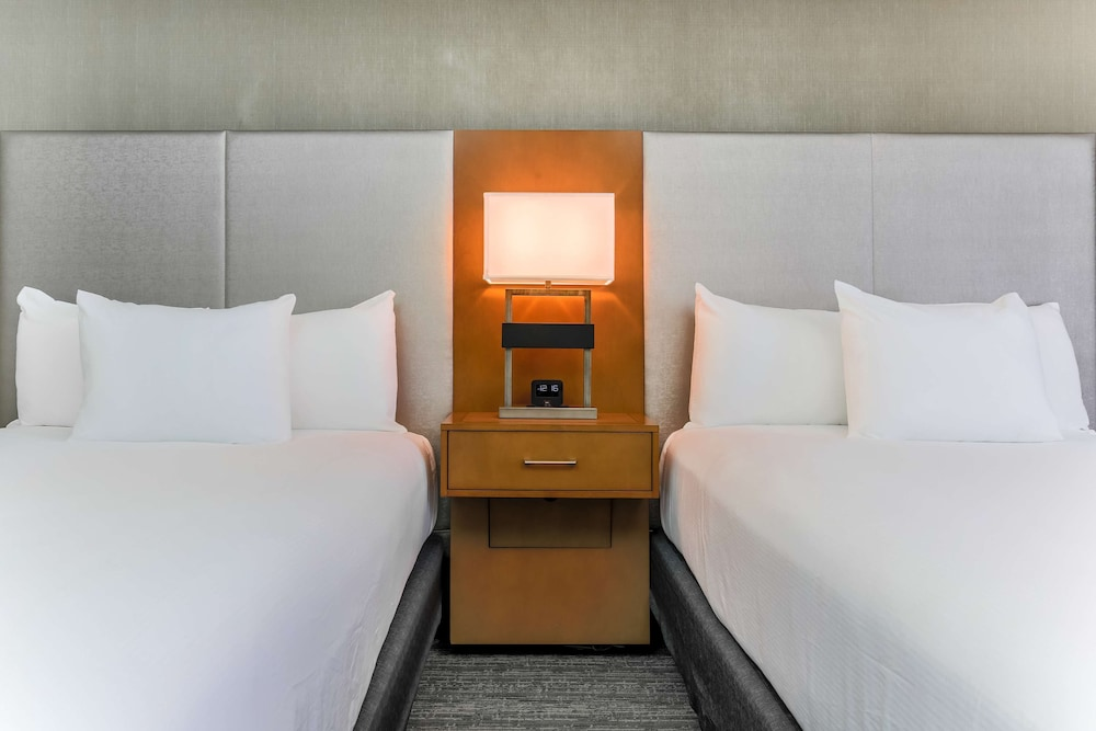 Room, 1 King Bed (Treat Yourself Amenity)