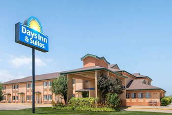 Hotel - Days Inn & Suites by Wyndham Wichita