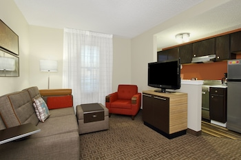 Guestroom at TownePlace Suites by Marriott Fort Worth Southwest/TCU Area in Fort Worth