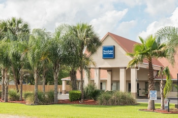 Book Travelodge Inn and Suites Jacksonville Airport in Jacksonville.
