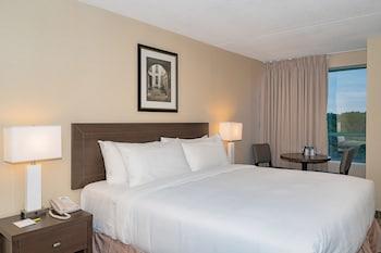 Standard Room, 1 Queen Bed, Courtyard View