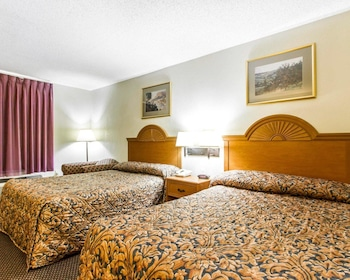 Clarksville Vacations - Econo Lodge Inn & Suites - Property Image 1
