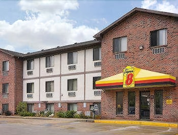 Super 8 by Wyndham Omaha/West Dodge photo