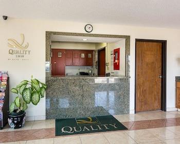 Lobby at Quality Inn in Chesapeake