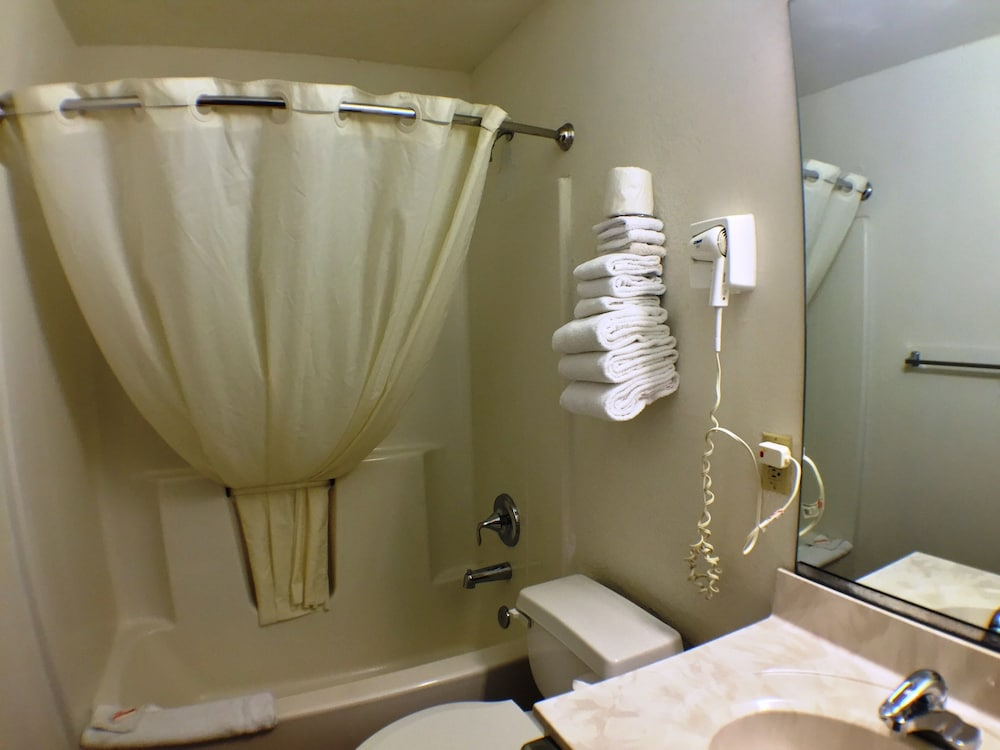 수퍼 8 바이 윈덤 웹스터/로체스터(Super 8 by Wyndham Webster/Rochester) Hotel Image 25 - Bathroom