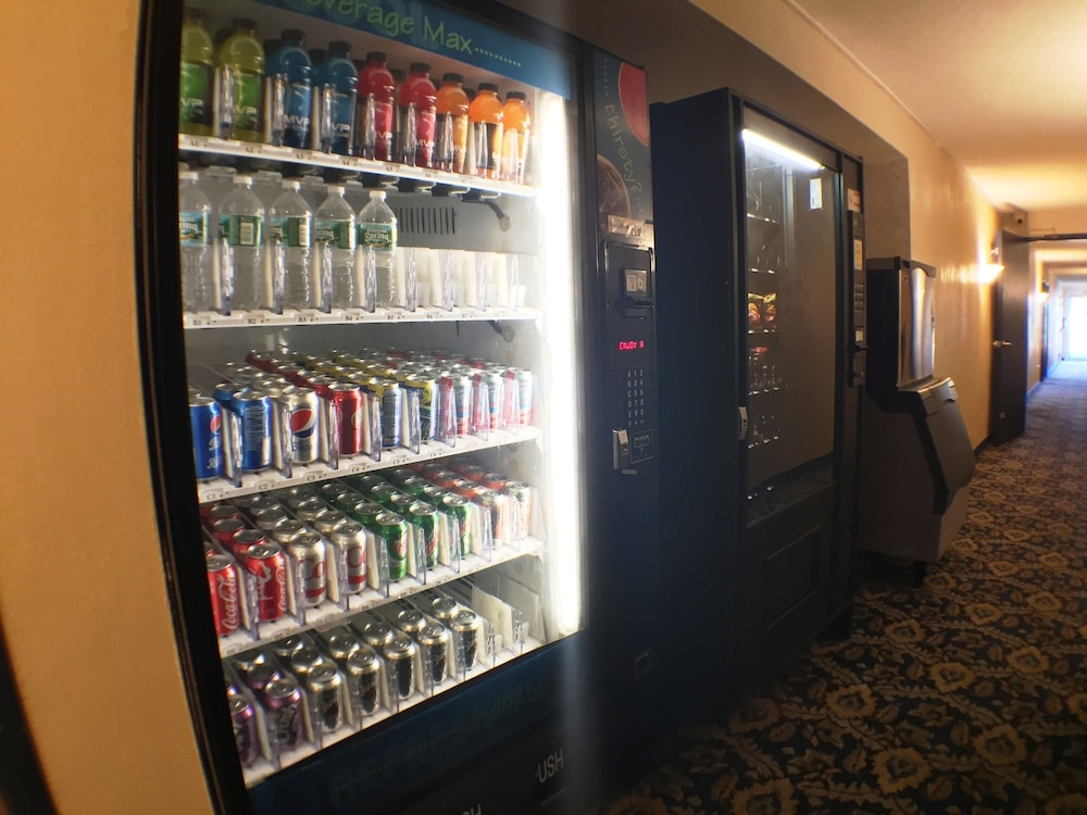 수퍼 8 바이 윈덤 웹스터/로체스터(Super 8 by Wyndham Webster/Rochester) Hotel Image 30 - Vending Machine