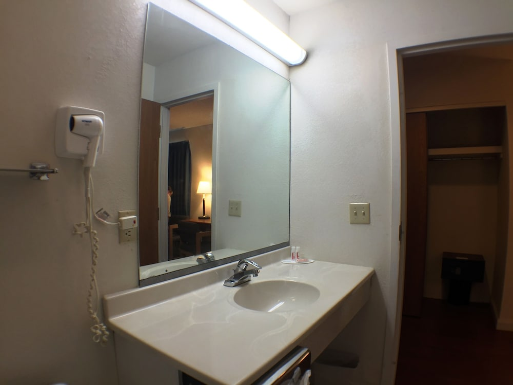 수퍼 8 바이 윈덤 웹스터/로체스터(Super 8 by Wyndham Webster/Rochester) Hotel Image 3 - Guestroom