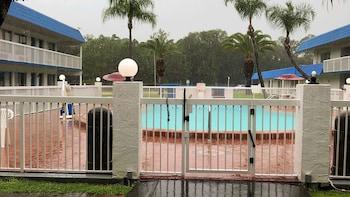 佛羅里達戴通納海灘 - 賽道 6 號汽車旅館 Motel 6 Daytona Beach, FL - Speedway
