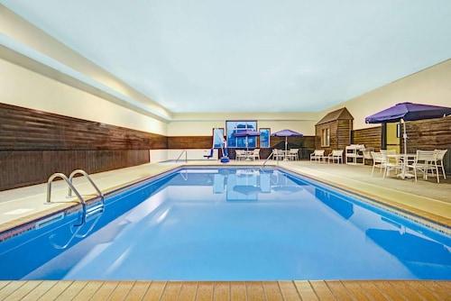 . Sky-Palace Inn & Suites Blaine
