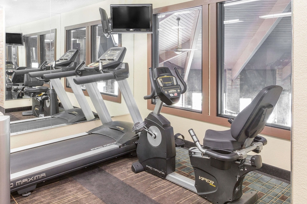 Health and Fitness : Fitness Facility 6 of 35