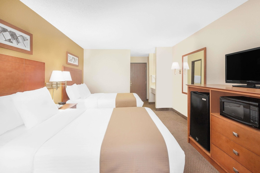 Room : Double Room, 2 Double Beds 5 of 35