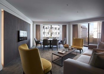 Deluxe City View Suite