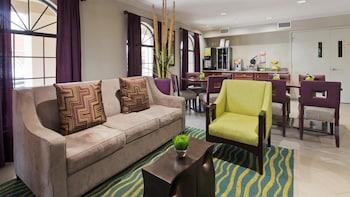 貝斯特韋斯特鹿園套房飯店 Best Western Deer Park Inn & Suites