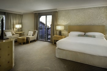 Premier Room, 1 King Bed with Sofa bed