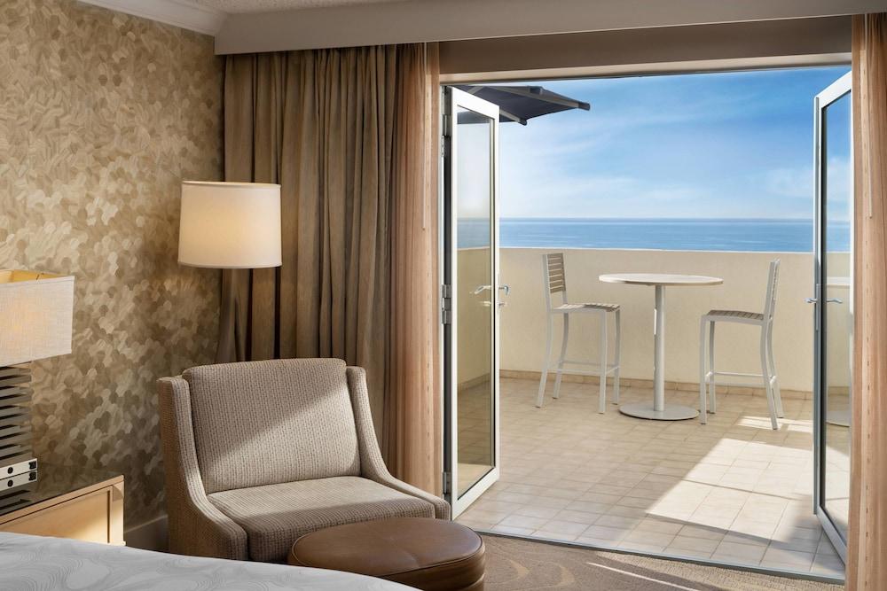 https://i.travelapi.com/hotels/1000000/130000/126600/126563/dff1d11d_z.jpg