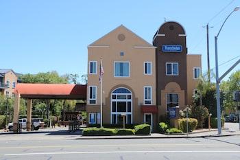 Travelodge by Wyndham Healdsburg - Sonoma Wine Country