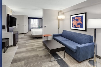 Suite, 1 King Bed, Accessible (Comm Access,Tub)