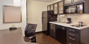 Studio Suite, 1 Queen Bed, Accessible (Mobility Tub)