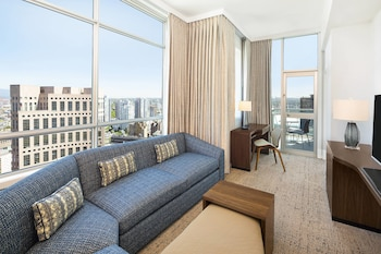 Suite, 1 King Bed with Sofa bed, Balcony, Corner (Mountain View)