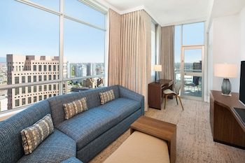 Suite, 1 King Bed, Balcony, City View (2 Room)