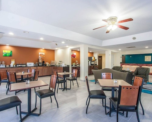 . Quality Inn And Suites Centerv